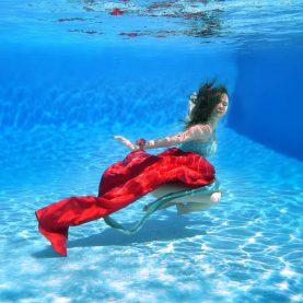 Grossesse Aurore - femme enceinte sous l'eau