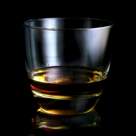 Light Painting sur un verre de whisky